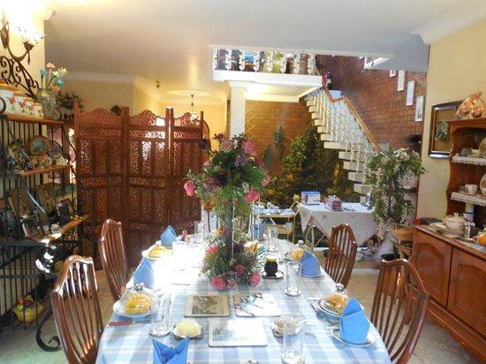 Garden Guest House: breakfast