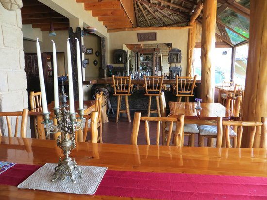 Laguna Lodge Eco-Resort & Nature Reserve: Bar and dining