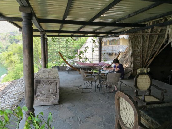 Laguna Lodge Eco-Resort & Nature Reserve: Relaxing on the top deck