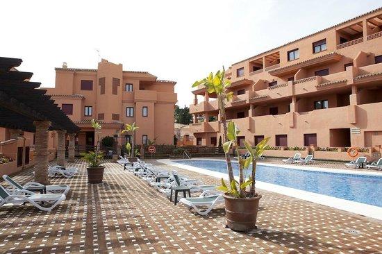 Royal Suites Marbella: Una de las piscinas