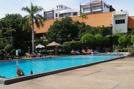 Sunshine Garden Resort: Бассейн днем