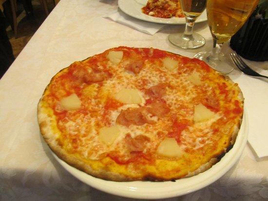 Restaurant Pizza Da Celio: My delicious ham and pineapple pizza