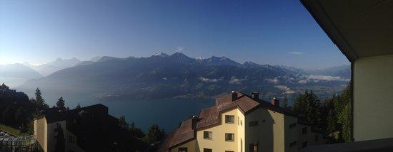 Dorint Blümlisalp Beatenberg/Interlaken: View from our room in clear sky
