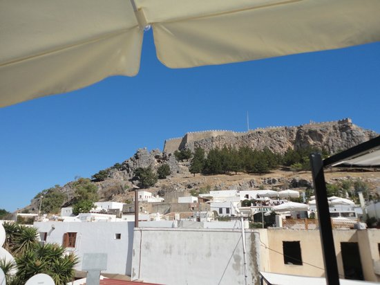 Lindos Restaurant : Линдос ресторан вид на гору Линдос