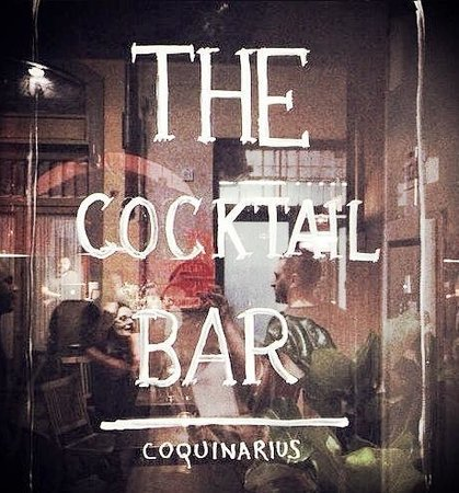 The cocktail bar: the door