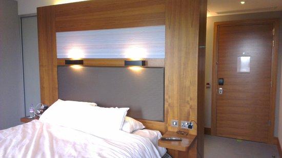 Aloft London Excel : Aloft King room