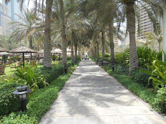 Le Royal Meridien Beach Resort & Spa: gardens