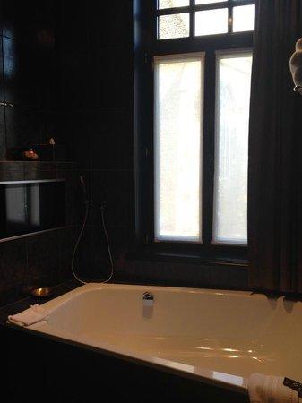 Main Street Hotel : Glory Bathroom (Double Bath)