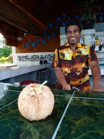 Amoa Resort : Friendly bar staff