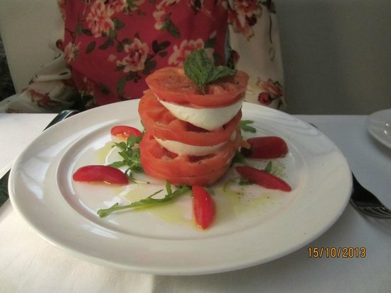Hotel Capri: Caprese Salad at Edode