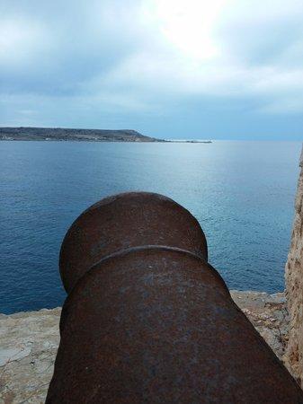 Comino Hotel: Blick von der Battery --> Malta