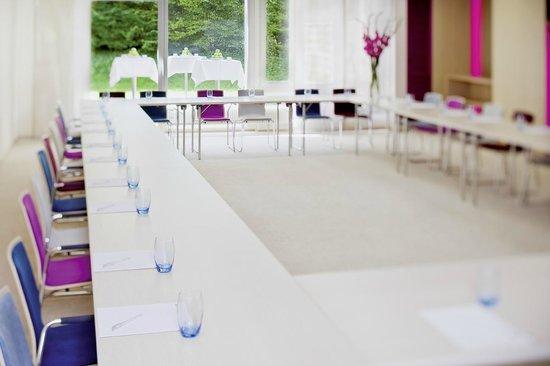 Movenpick Hotel Zurich Regensdorf: Conference Room