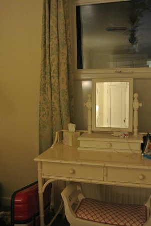 Cary Court Hotel: Спальня