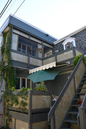 La Maison Daulac côté terrasse, l'appartement est au niveau le plus haut
