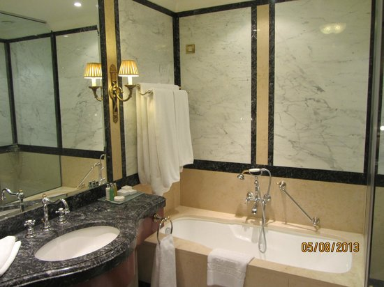 Hotel Grande Bretagne, A Luxury Collection Hotel: Baño