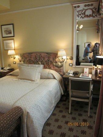Hotel Grande Bretagne, A Luxury Collection Hotel: Habitación.