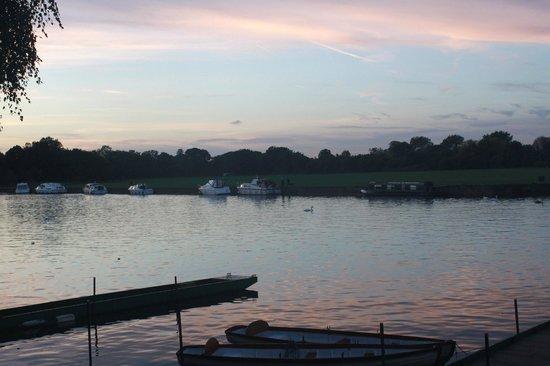 The Sun Inn: Thames at Windsor