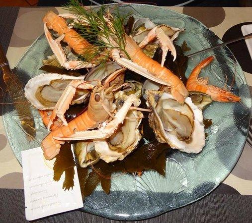 Le Pic Assiette: -Assiette de fruits de mer sur un lit d'algues