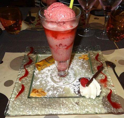 Le Pic Assiette: -Kir royal glacé à la cerise