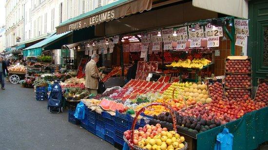 La Villa Alessandra: Рынок рядом с отелем