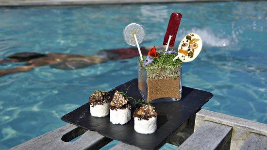 Stocks Hotel: Dessert by the pool