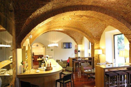 NH Collection Cáceres Palacio de Oquendo: Cafetería