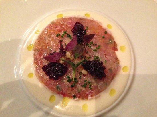 Restaurante Marqués de Riscal: carpaccio de gamba sobre tartar de tomate y ajoblanco
