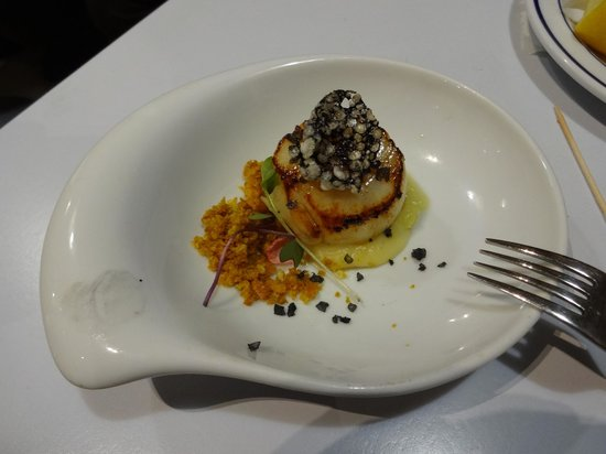 Gure Toki : Seared scallop pinxto, beautiful plating, a must try!