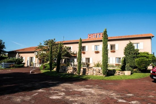 Hotel Des Grands Vins: Front of hotel