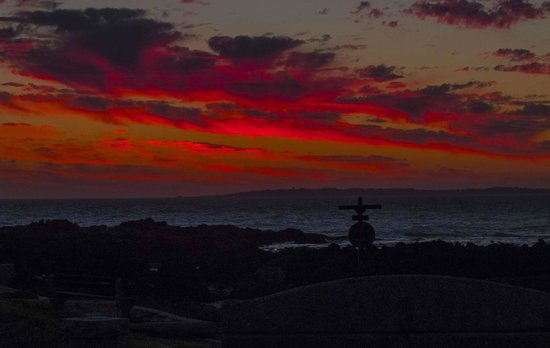 The Sir David Boutique Guest House: Sunset over Robben Island from room