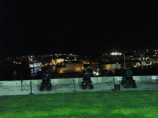 Lower Barrakka Gardens : Салютная батарея