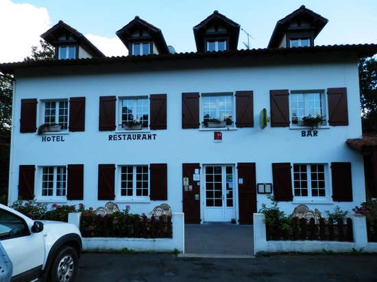 Ext rieur picture of hotel restaurant st sylvestre for Exterieur restaurant