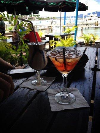 Lulu Bar Cafe & Restaurant : Mud Slide & Lulus Lilly