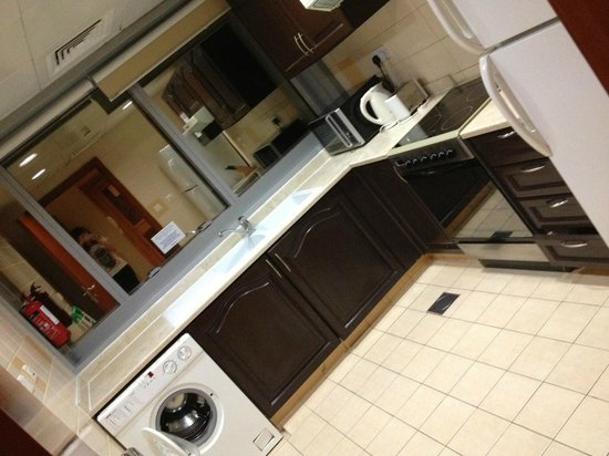 Emirates Concorde Hotel & Residence : our kitchen