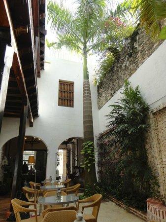 Bantu Hotel By Faranda Boutique: Inner courtyard
