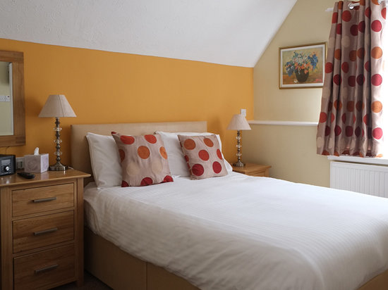 The Robin Hill Hotel: The Double bed in a family room 11