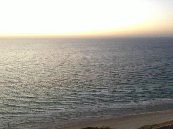 Island Suites Hotel: Вид с балкона на море