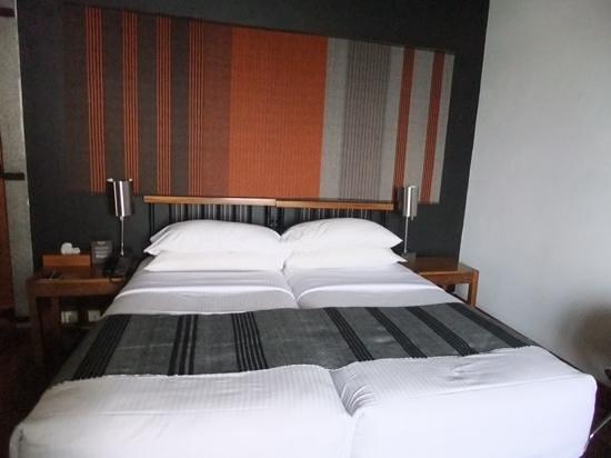Heritance Kandalama: bed in superior room