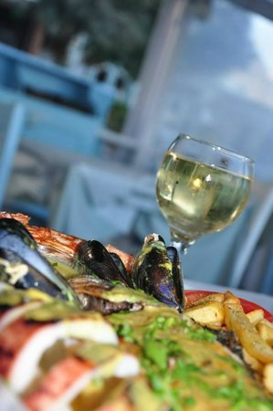 Sea Side Beach Hotel : Fish Mix served by Georgos. You should taste it!