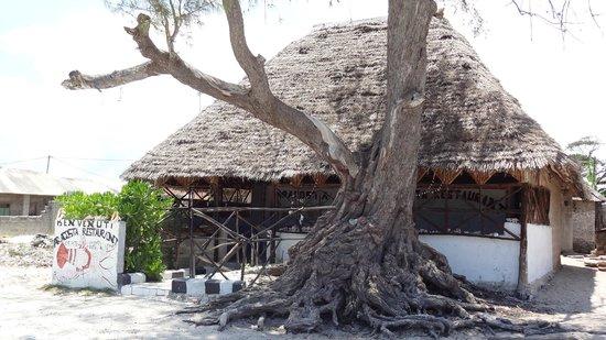 Samaki Lodge & Spa: petit restau sur la plage