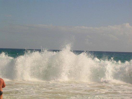 Hotel Riu Touareg: waves , take care again