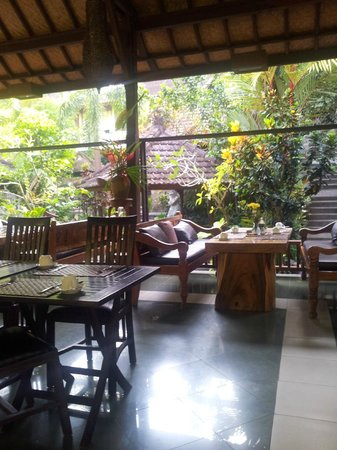 Bali Spirit Hotel and Spa: Dining Room overlooking River