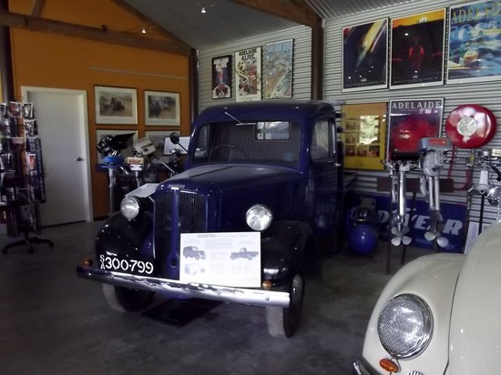 Ruston's Roses: Cars on show
