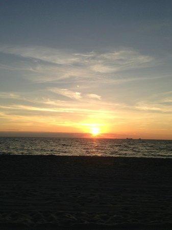 Tween Waters Inn Island Resort & Spa: A typical sunset
