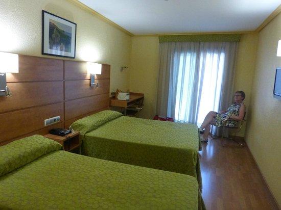 Hotel Avenida: Nette kamer