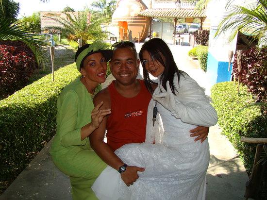 El Senor de los Alinos: Junto a La Sayona
