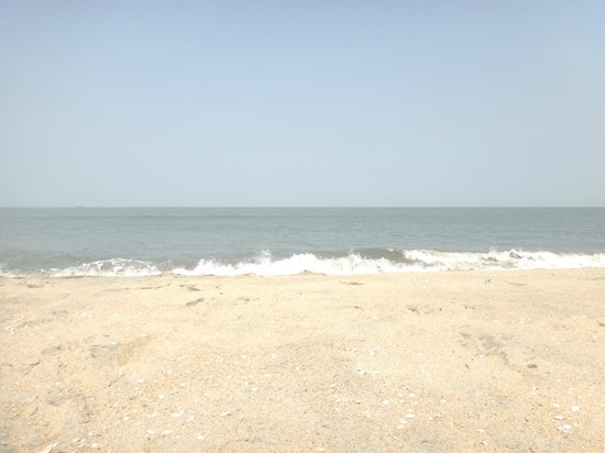 Sea Line Beach Resort, Cherai : morning on beach