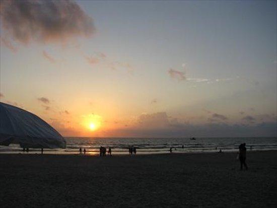 Holiday Inn Resort Goa : sunset at holiday inn