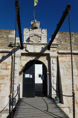 Ponta da Bandeira Fort : entrada