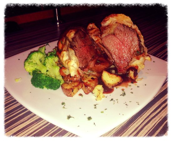 Chapters On The Terrace: Chefs recommendation Beef Wellington
